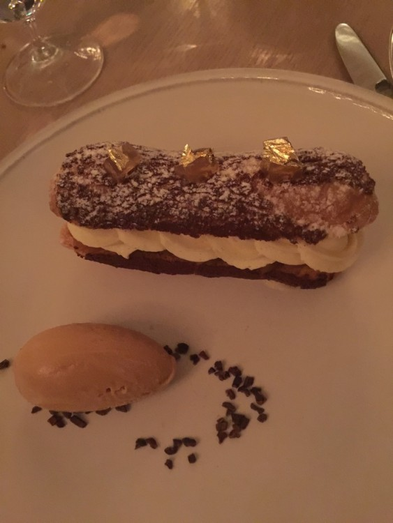 Apple caramel eclair, Calvados cream, salted caramel ice cream... Ας ειναι η γευση του 2016...