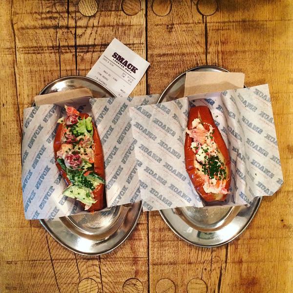 Έτοιμες, όμορφες και χτενισμένες πάμε για lobster rolls. Με την καλύτερη παρέα!