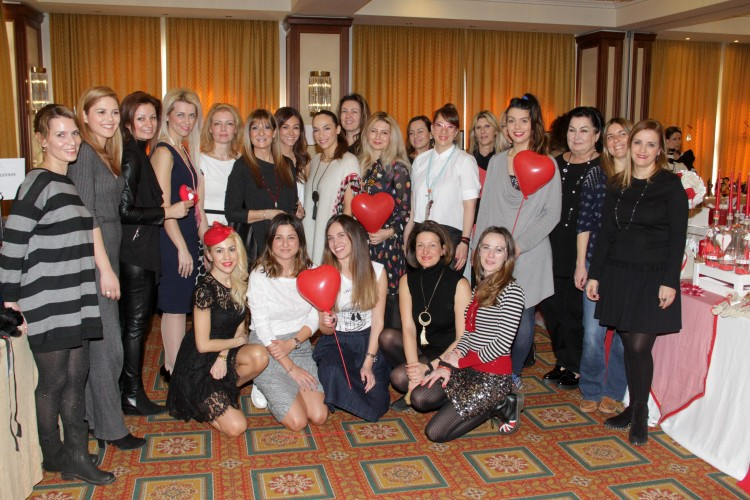 5064 Οι συμμετέχοντες του Love Bazaar με τις κυρίες του ΔΣ της ΣΤΟΡΓΗΣ