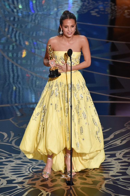 HOLLYWOOD, CA - FEBRUARY 28: Actress Alicia Vikander accepts the Best Supporting Actress award for 'The Danish Girl' onstage during the 88th Annual Academy Awards at the Dolby Theatre on February 28, 2016 in Hollywood, California. (Photo by Kevin Winter/Getty Images)