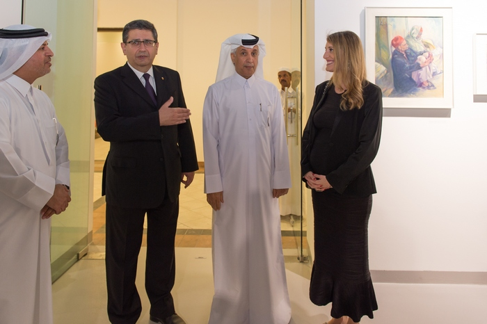 Ο Υπουργός Πολιτισμού του Qatar Dr. Hamad bin Abdul Aziz Al-Kuwari, ο πρέσβης της Ελλάδος στη Doha Ιωάννης Μεταξάς, ο Υφυπουργός Εξωτερικών του Qatar Mr. Soltan Saad Al- Moraikhi, και η επιμελήτρια της έκθεσης Μαριλένα Κουτσούκου