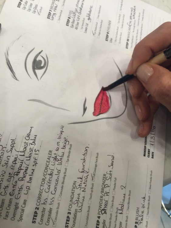 To κόκκινο Lipstick πρέπει να είναι απλά, τέλειο! Βρείτε την δική σας απόχρωση με την βοήθεια των makeup artists της Bobbi Brown. Το δικό μου είναι το Luxe Lip Color Retro Red!