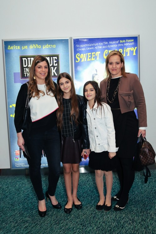 Η Αθανασία Μαρινάκη και η Ρίτα Πικρού Μωραϊτάκη με τις κόρες τους