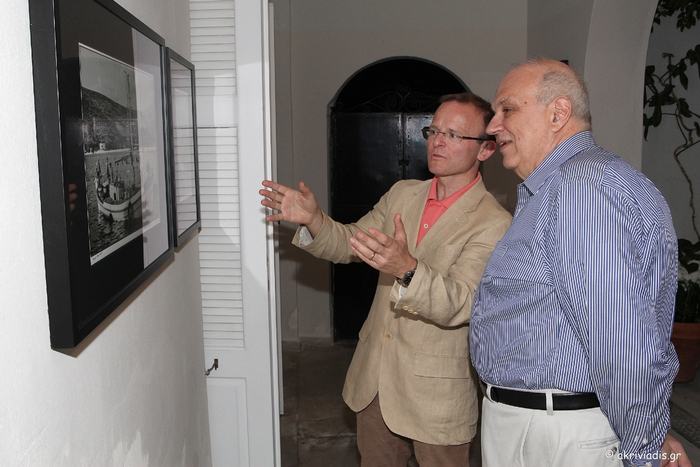 Ο Πρέσβης της Βρετανίας στην Ελλάδα, John Kittmer με τον President του Κολλεγίου Αθηνών, καθηγητή Σπύρο Πολλάλη