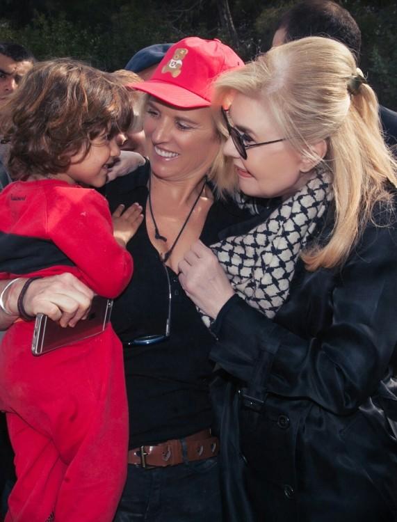 Η Μαριάννα Β. Βαρδινογιάννη & η Kerry Kennedy στο κέντρο φιλοξενίας προσφύγων στο Σχιστό