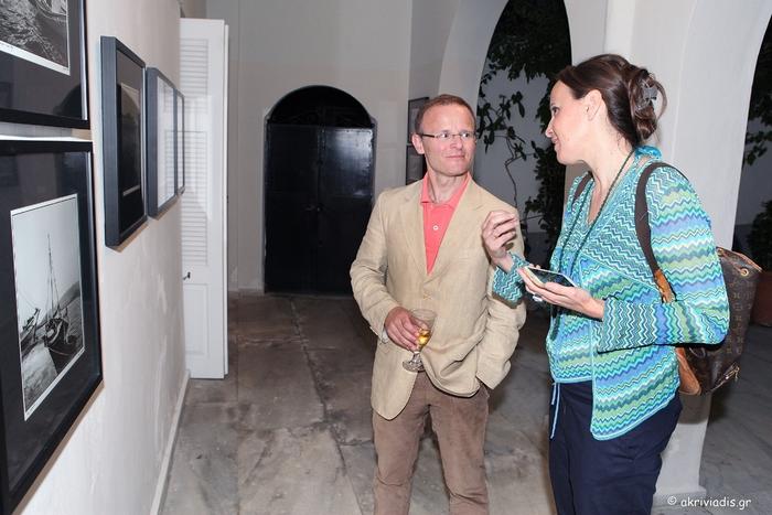 Ο Πρέσβης της Βρετανίας στην Ελλάδα, John Kittmer με την Κατερίνα Λυμπεροπούλου.
