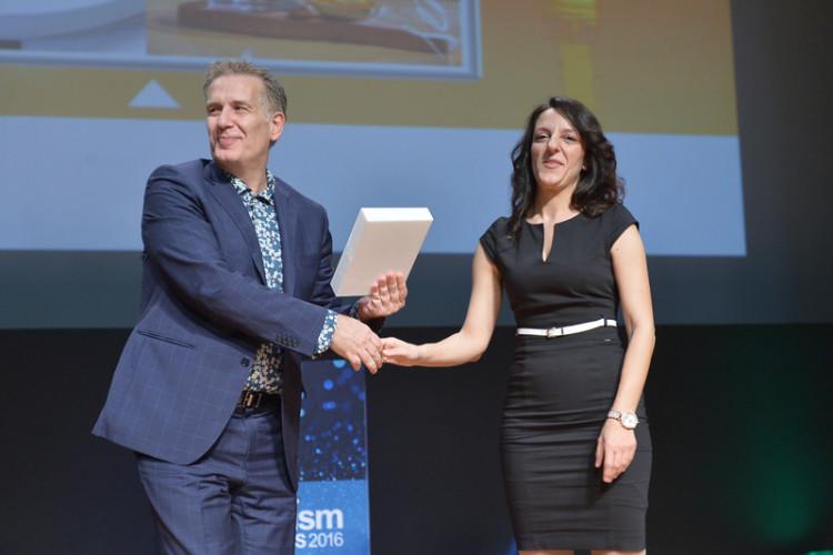 Ο Πετρος Μπουροβίλης παραλαμβανει το βραβείο του