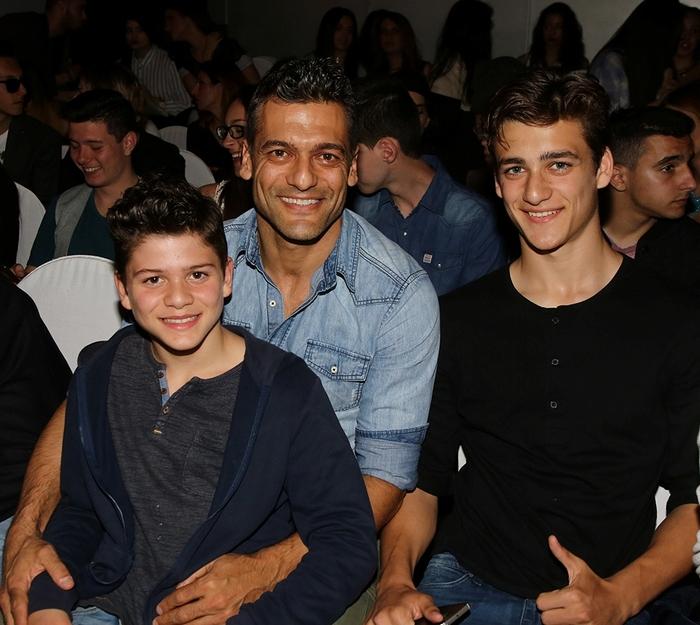Ο Στέλιος Κρητικός με τους γιους του