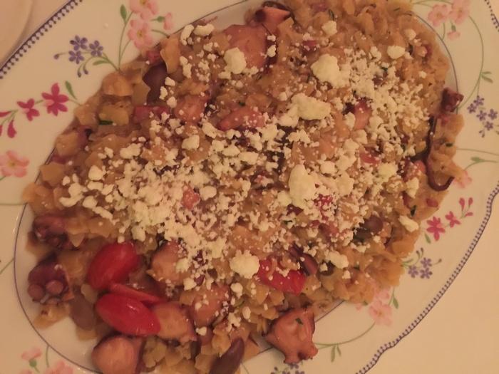 Χταπόδι με χυλοπίτες Τραχειάς, ελιές, σαλάμι Λευκάδας και φέτα...