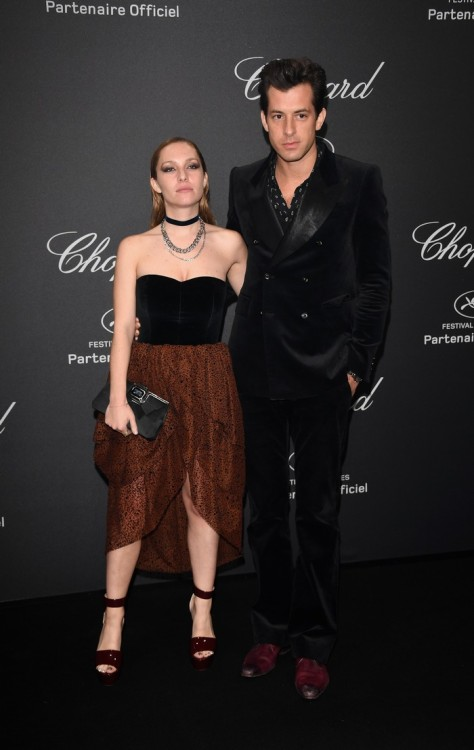 CANNES, FRANCE - MAY 16: Mark Ronson (R) and Josephine de La Baume attend Chopard Wild Party as part of The 69th Annual Cannes Film Festival at Port Canto on May 16, 2016 in Cannes, France. (Photo by Daniele Venturelli/Getty Images) *** Local Caption *** Mark Ronson; Josephine de La Baume