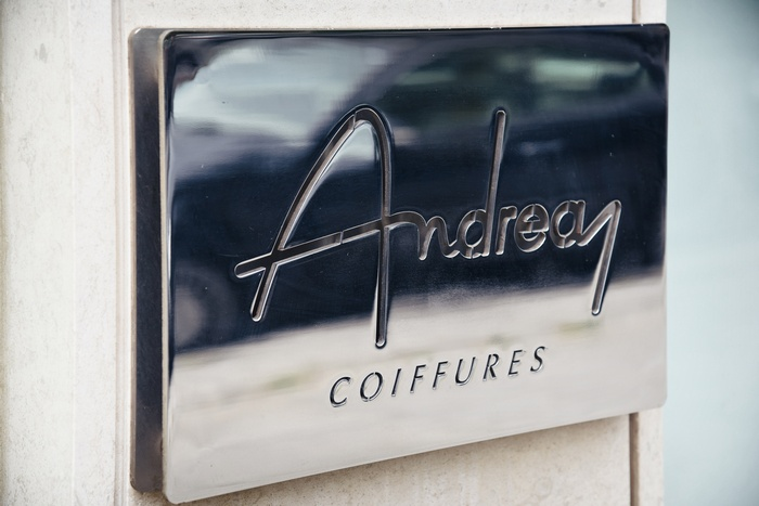 """Παρασκευή πρωί, στο Hair Salon """"Andreas"""", στο375, της Λ.Κηφισίας, στην Ν. Ερυθραία. Γιατί στον Andrea? Γιατί είναι ο καλύτερος..."""