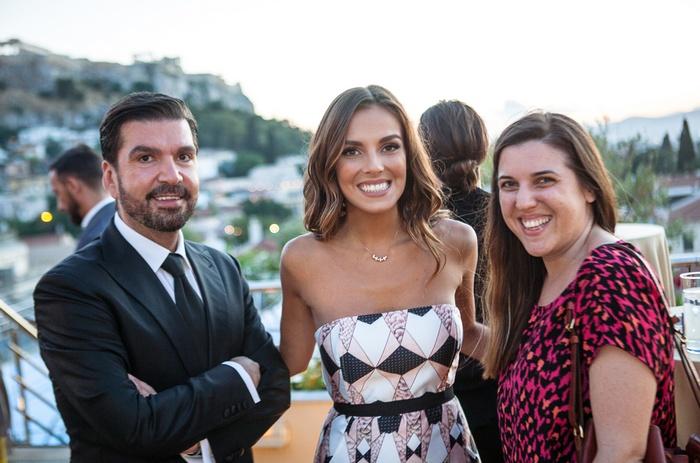 Η Ιταλίδα Axel Woman Alessia Reato, με τον PR & Communications Manager της Axel κ.Στέλιο Καφαντάρη και τη δημοσιογράφο κ.Μάρω Παρασκευούδη των Αττικών Εκδόσεων