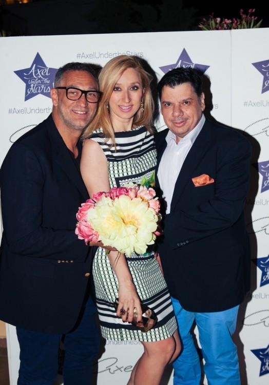 Η κ.Έλενα Ντάβλα με τον κ.Γιώργο Ντάβλα και τον κ.Δημήτρη Λυμπερόπουλο, δημοσιογράφο της Espresso