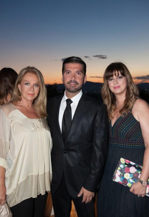 Η κ.Αγάπη Πολίτη, με την CEO Managing Director της Axel κ.Ιφιγένεια Κουτσουβέλη και τον PR & Communications Manager της Axel κ.Στέλιο Καφαντάρη