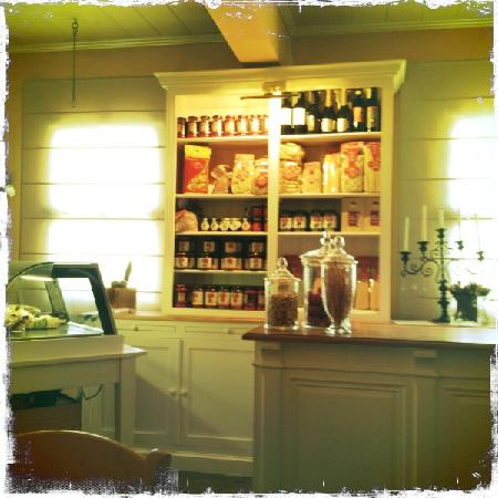 delicatessen-corner-at