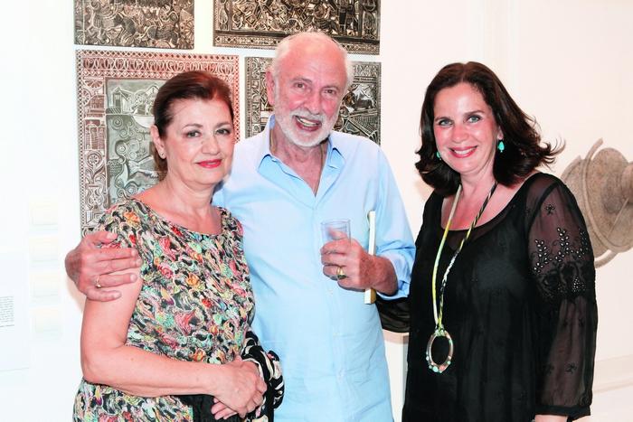 Η Ρόη Ψυχοπαίδη, ο Άγγελος Δεληβοριάς και η διευθύντρια της γκαλερί Citronne και ιστορικός τέχνης, Τατιάνα Σπινάρη – Πολλάλη