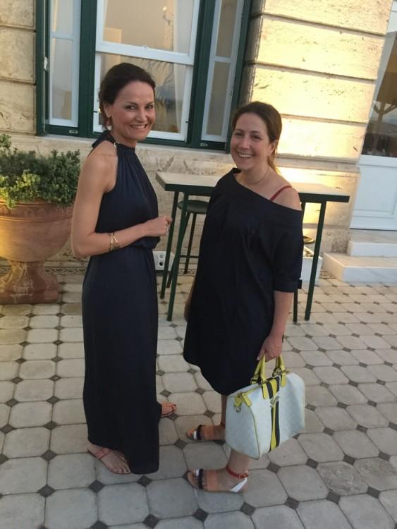 Μαρία Στρατή, Ιωάννα Αλεξάτου. Το Μαράκι, άξια οικοδέσποινα του Ποσειδωνίου ως Γενική Διευθύντρια του, συντονίζει αυτές τις ημέρες τα πάντα με αφορμή την 6th Spetses Classic Regatta, με την αφορμή της οποίας η αριστοκρατία της ιστιοπλοΐας, θα μαζευτεί εδώ. Το Ιωαννάκι έχει έρθει με την αφορμή της φωτογράφισης της Εμμανουέλας Λύκου για το in style...
