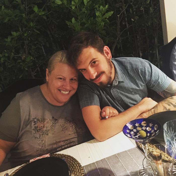 Η Ευούλα με τον γιο της, Ιάσονα Δεληγιάννη-Φέτση