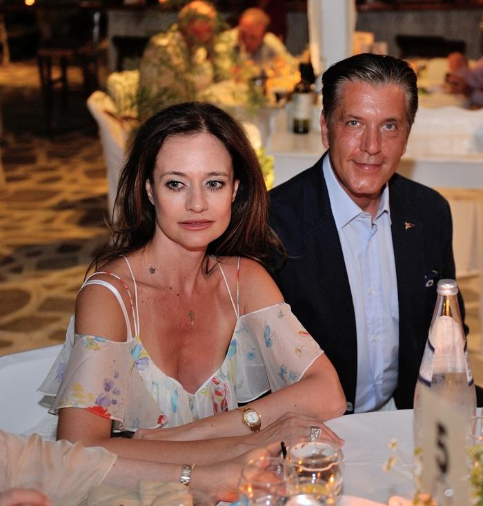 Αλεξία Στέλλα Μάντζαρη και o Πρόεδρος του Lifeline Hellas Δρ. Ζήσης Μπουκουβάλας