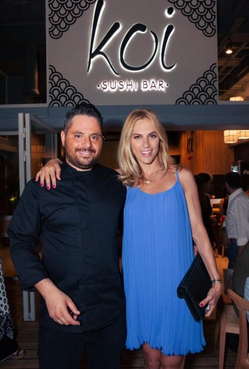 Ο εμπνευστής και ιδιοκτήτης των Koi Sushi Bar, Χρήστος Σουρλίγκας, με την Ντορέττα Παπαδημητρίου