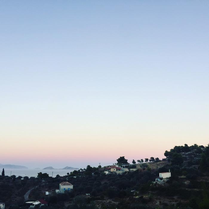 H θέα του νησιού από το μποστάνι...