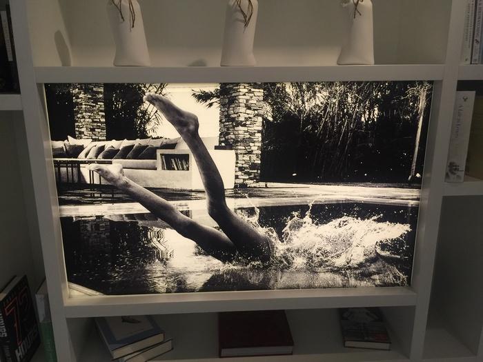 """Φωτογραφικά έργα της Μαρίνας Βερνίκου παντού. Το Μαρινάκι το υποδεχθήαμε και στις Σπέτσες, όπου πραγματοποιήθηκε το πάρτι στην γκαλερί Ακρόπωρο, με αφορμή την επιτυχία της έκθεσης """"Up Above & Down Under"""", θα σας τα πω όλα σε άλλο post..."""