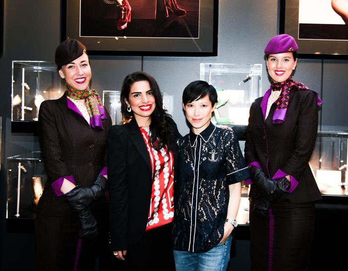 Η Amina Taher, Επικεφαλής Εταιρικής Επικοινωνίας της Etihad Airways και η Sandra Choi, Jimmy Choo Creative Director, γιορτάζουν τα εγκαίνια του Jimmy Choo VIP Lounge με οικοδεσπότες την Etihad Airways και την WME | IMG στο Skylight στον σταθμό Moynihan.