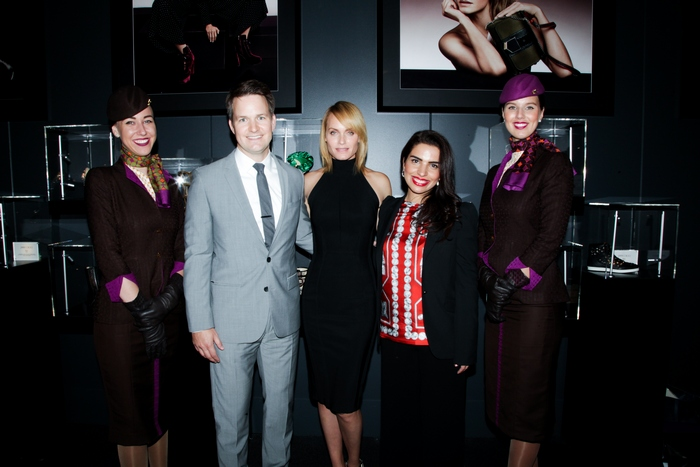 o Patrick Pierce, Αντιπρόεδρος του τμήματος Χορηγιών της Etihad Airways, το Supermodel Amber Valletta και η Amina Taher, Επικεφαλής Εταιρικής Επικοινωνίας της Etihad Airways γιορτάζουν τα εγκαίνια του Jimmy Choo VIP Lounge με οικοδεσπότες την Etihad Airways και την WME | IMG στο Skylight στον σταθμό Moynihan.
