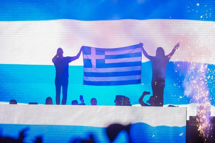 Η γεμάτη ελληνικό χρώμα εμφάνιση των #1 DJs στον κόσμο Dimitri Vegas & Like Mike