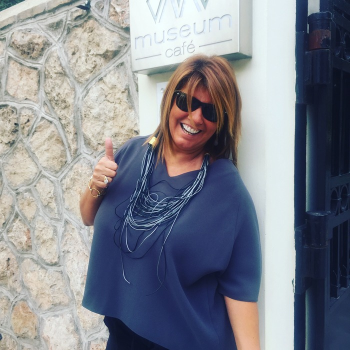 Με το αγαπημένο μου και άκρως εντυπωσιακό necklace της ARCHtrend by Lena Kalidis, που φόρεσα στο πρώτο μας meeting στο Μουσείο, και σταμάτησαν τρεις κιόλας για να με ρωτήσουν από που το πήρα! Από εδώ!