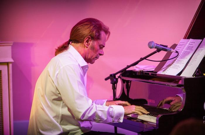 """Ο Στέφανος Κορκολής έντυσε """"μουσικά"""" την εκδήλωση"""