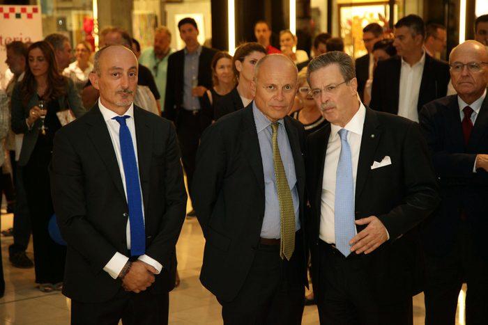 Γεώργιος Μπενάρδος (ΠΡΟΕΔΡΟΣ ΕΚΤΕΛΕΣΤΙΚΗΣ ΕΠΙΤΡΟΠΗΣ), Efisio Luigi Marras (ΕΠΙΤΙΜΟΣ ΠΡΟΕΔΡΟΣ ΔΙΟΙΚΗΤΙΚΟΥ ΣΥΜΒΟΥΛΙΟΥ Α.Ε. ΠΡΕΣΒΗΣ ΤΗΣ ΙΤΑΛΙΑΣ ΣΤΗΝ ΕΛΛΑΔΑ), Ιωάννης Τσαμίχας (ΠΡΟΕΔΡΟΣ ΔΙΟΙΚΗΤΙΚΟΥ ΣΥΜΒΟΥΛΙΟΥ)