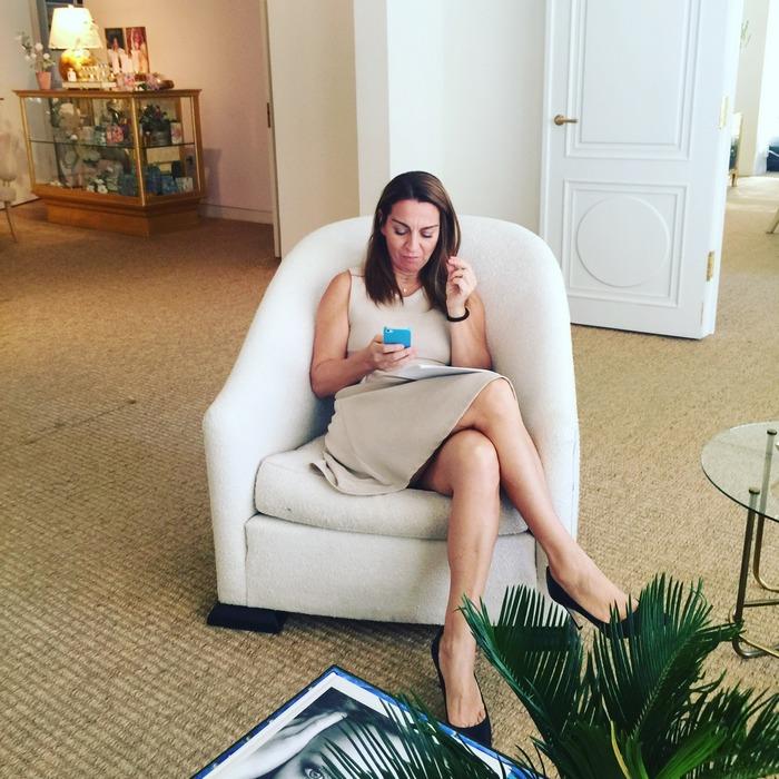 Η Μάρσια στέλνει mail, συντονίζει ραντεβού και συναντήσεις...