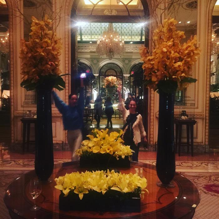 Ισμήνη & Μάρσια! Σήμερα είναι τα γενέθλια της Ισμήνης, και ερχόμαστε στο Plaza να βρούμε και την υπόλοιπη κοριτσοπαρέα, να γιορτάσουμε μαζί...