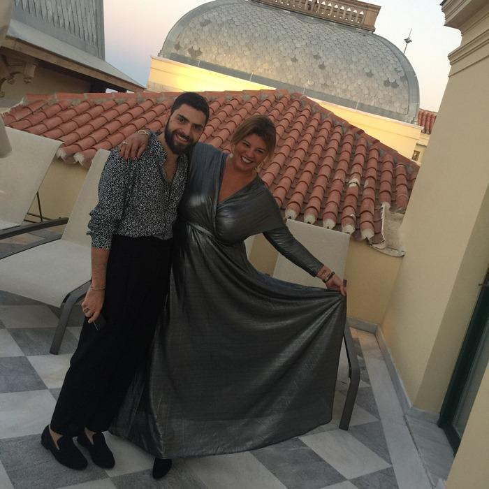 Αγκαλιά με τον Λευτέρη Τρίγκα Τρίγκα, στις βεράντες της Βασιλικής Σουίτας...