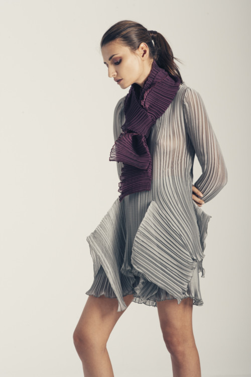 Μπλούζα πλισέ Calliope + shorts Cybele + πλισέ εσάρπα