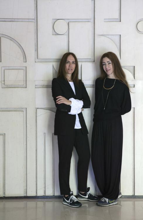PORTRAIT TWO IS COMPANY (Νταϊάννα Καρβούνη- Βίβιαν Φιλίππα)