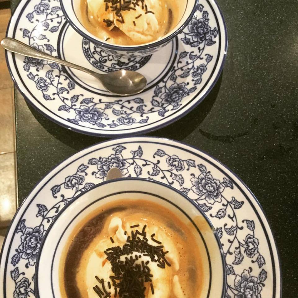 Και οι ιδέες για τν θεματολογία της εκδήλωσης να πέφτουν βροχή, πάνω από δύο Piccolo affrogato al cafe, a shot of Jamaica Blue Mountain espresso poured over vanilla and bourbon ice cream
