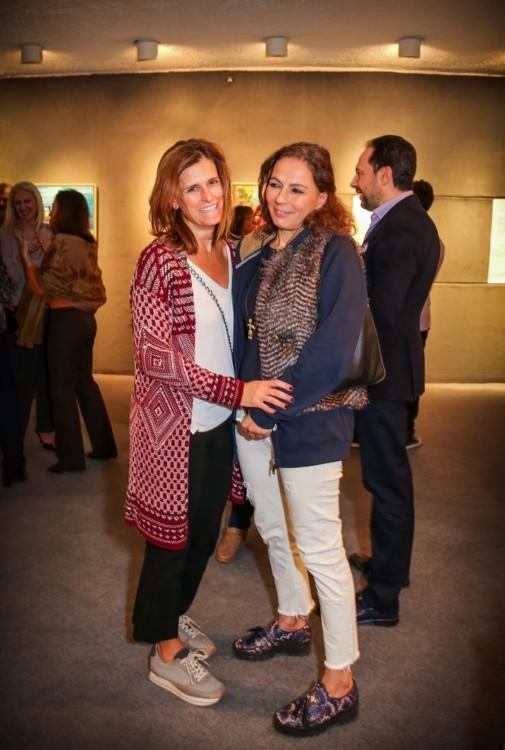 Η Φράγκη Λιούγκα-Μπουκουβάλα με την designer Μαρία Γέρουλα