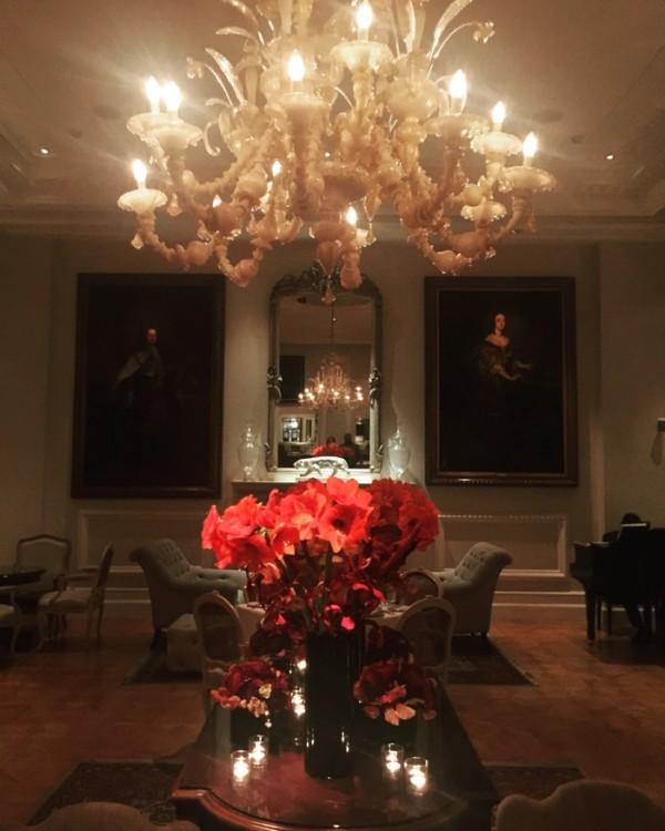 Το Tudor Hall, λίγο μετά τα μεσάνυχτα....
