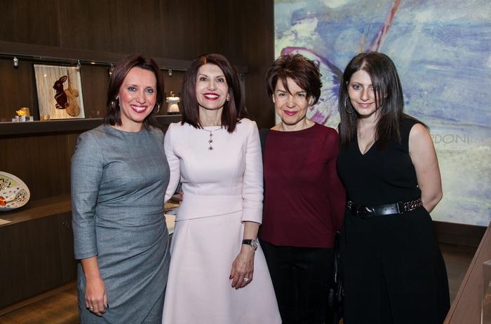 Η Δήμητρα Κατσιμεντέ, η Νάσια Ευριπίδου, η ζωγράφος Χρύσα Βέργη και η Ειρήνη Ευριπίδου.