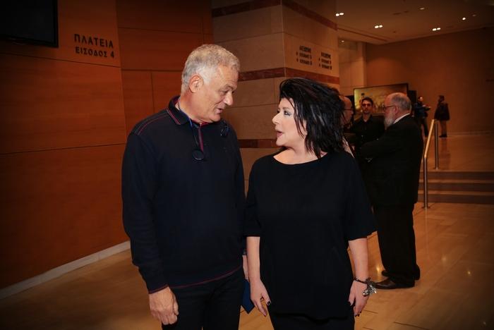 Η Άννη Ηλιοπούλου υποδέχεται τον διευθύνοντα σύμβουλο της ΕΡΤ Λάμπη Ταγματάρχη.