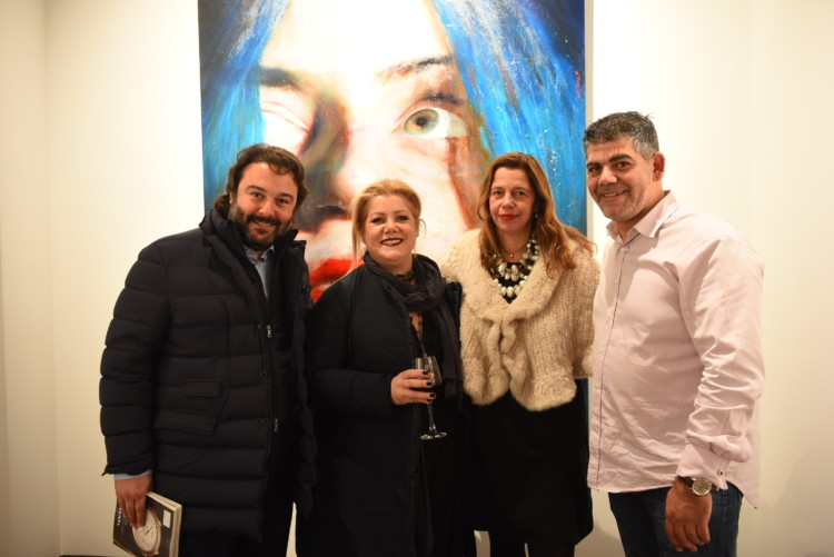 Ο Νίκος Σαβροτζίδης και η Κατερίνα Ιωαννίδη, με την Ιστορικό Τέχνης κ. τεχνοκριτικό Ίρις Κρητικού και τον ζωγράφο Σάββα Γεωργιάδη.