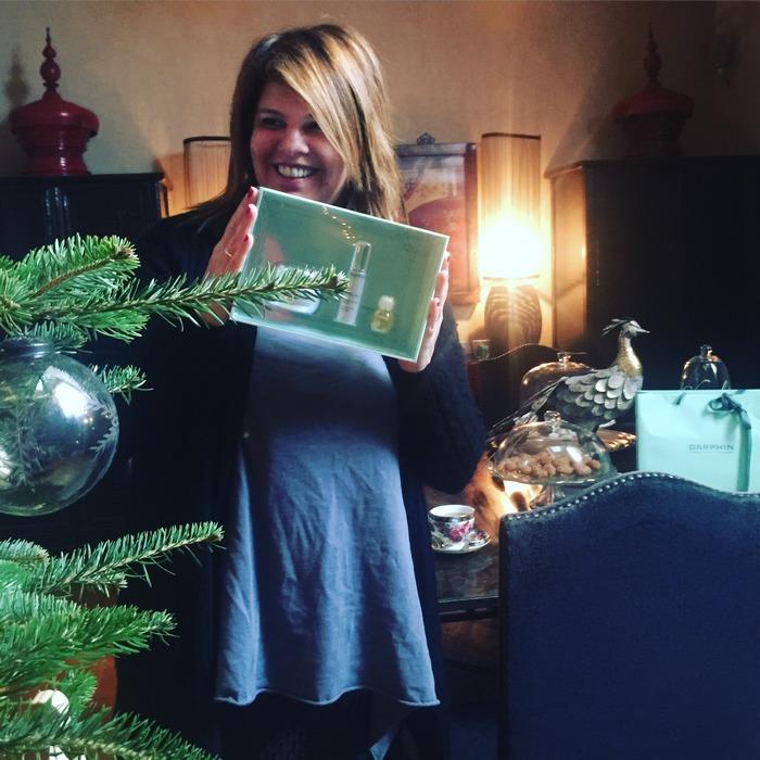 Χριστουγεννιάτικο πακέτο Exquisâge για υπέροχη επιδερμίδα, Χριστουγεννιάτικο πακέτο Stimulskin Plus για νεανική επιδερμίδα, Χριστουγεννιάτικο πακέτο Ideal Resource set για λαμπερή και απαλή επιδερμίδα και Χριστουγεννιάτικο πακέτο Prédermine set για ανανεωμένη επιδερμίδα, είναι τα Πακέτα της Darphin για τους αναγνώστες του Fay's Control! Καλή επιτυχία αγαπημένες μου!