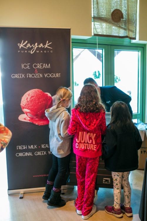 """...Ενώ τα Παγωτά Kayak μας ευχήθηκαν """"χρόνια πολλά"""" με τη νέα τους γεύση Βέλγικης Σοκολάτας με"""
