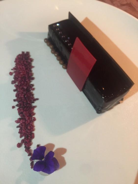 Και η Μους Μαύρης Σοκολάτας με Αλατισμένη Καραμέλα & Μπισκουί 5 Μπαχαρικών