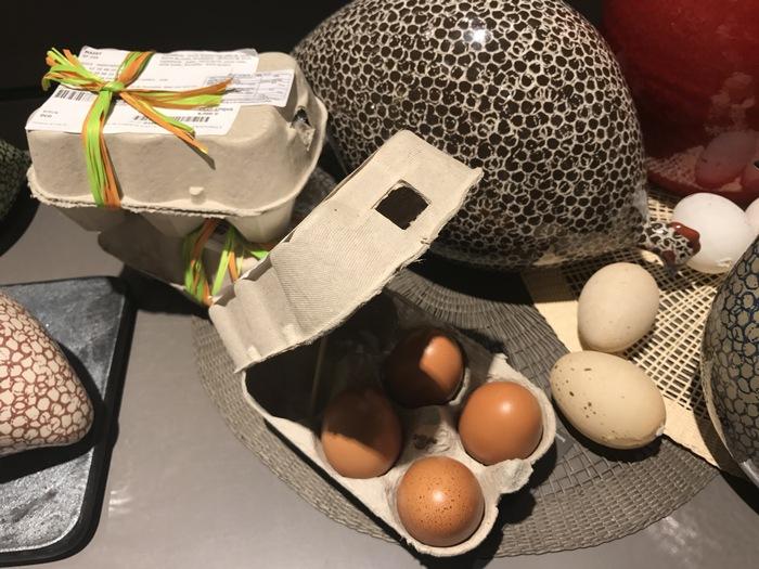 Αληθινά αυγά, με αληθινό τσόφλι, filled with chocolate!!!! Για τα πιο κομψά και γευστικά τσουγκρίσματα...