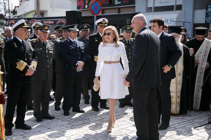 Η κυρία Μαριάννα Β. Βαρδινογιάννη προσέρχεται στην εκδήλωση.