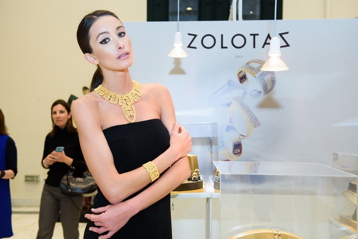 Η Αδριανή Τσάφου με κοσμήματα του Οίκου Zolotas