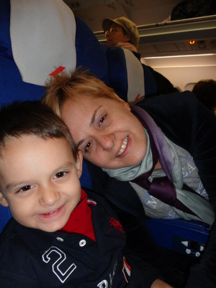 Η Γιώτα με τον γιο της, φωτογραφία που βρήκα στον λογαριασμό της στο facebook.